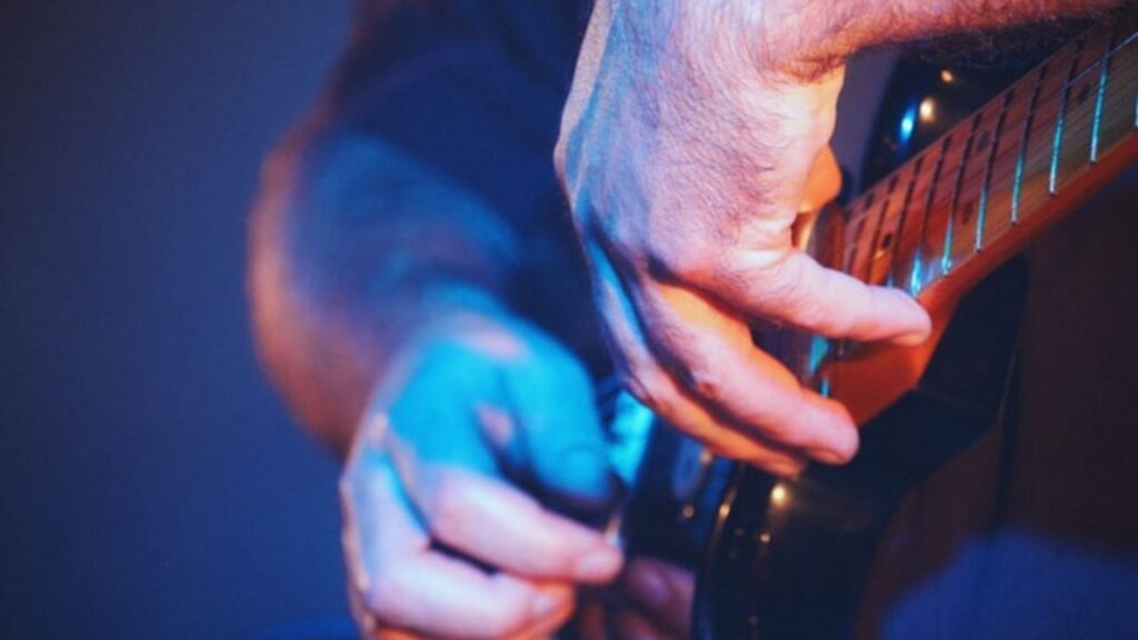 does playing guitar damage your fingers